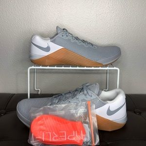 Nike metcon 5 weightlifting training shoes grey